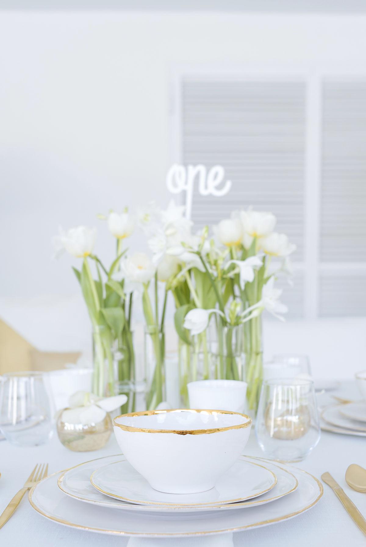 calista-one-lista-de-bodas-online-blog-de-bodas-decoracion-mesa-blanco-y-dorado-2
