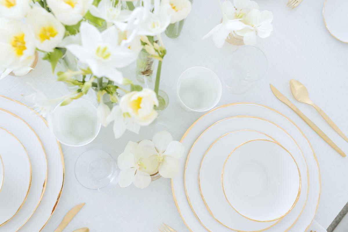 calista-one-lista-de-bodas-online-blog-de-bodas-decoracion-mesa-blanco-y-dorado-5