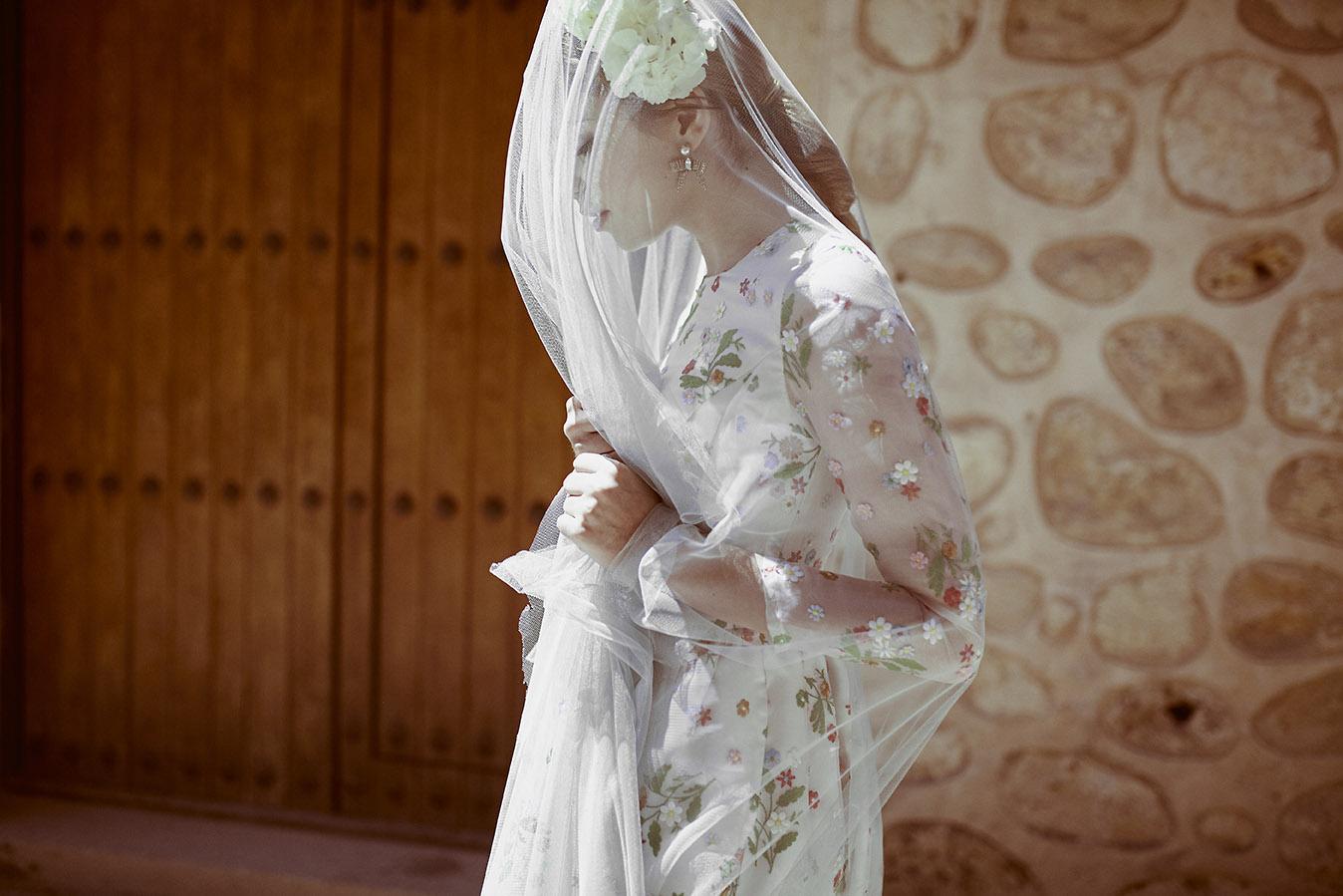 Invitadas con estilo vestido flores kolonaki 1