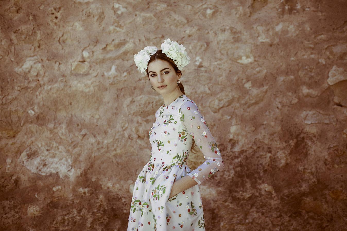 Invitadas con estilo vestido flores kolonaki 7