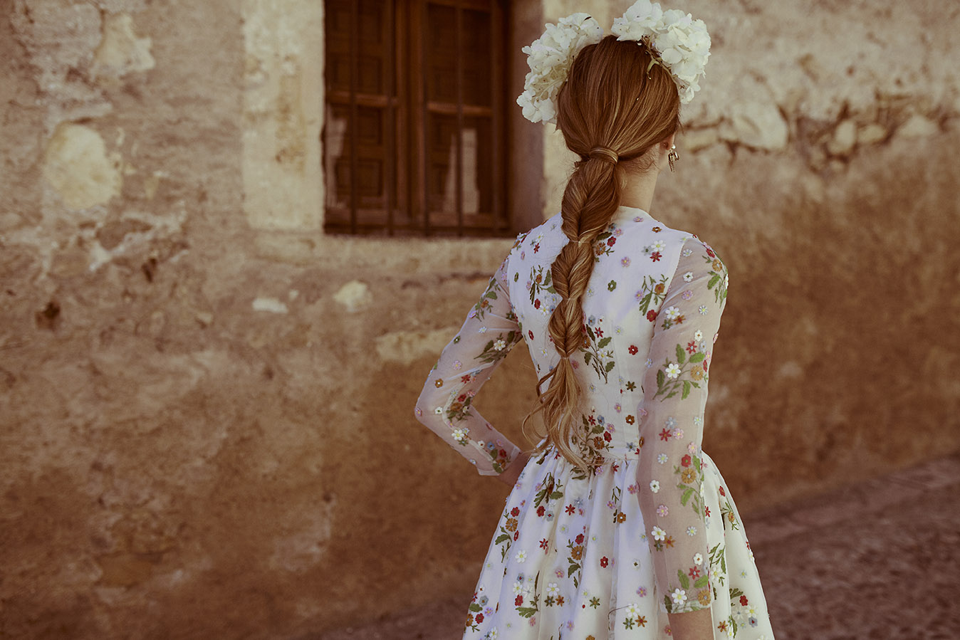 Invitadas con estilo vestido flores kolonaki 8