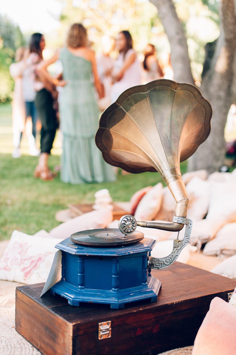 Photocall romantico con tules y cojines 5