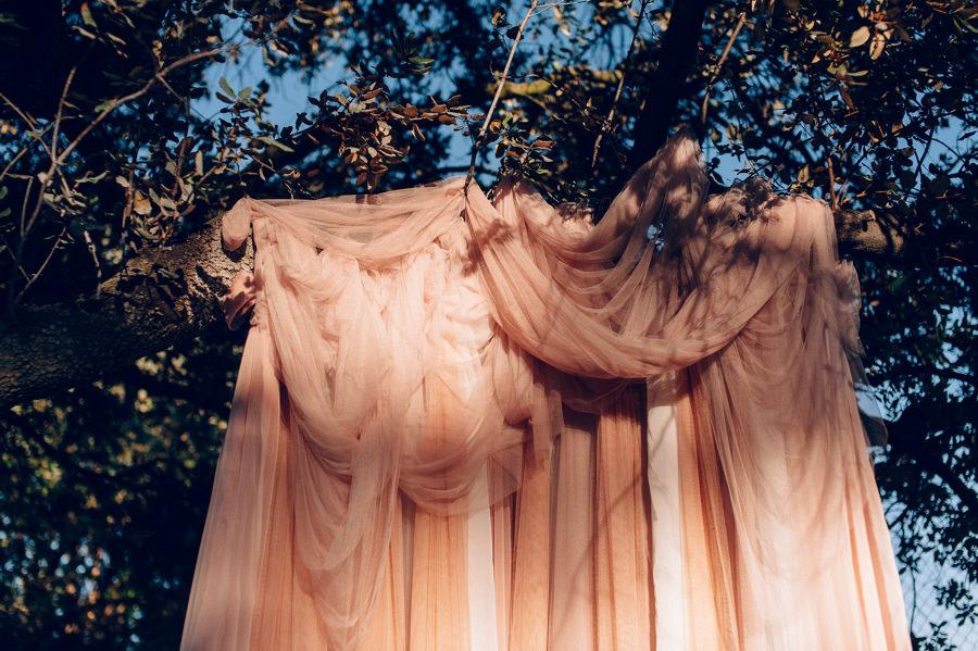 Photocall romantico con tules y cojines 6