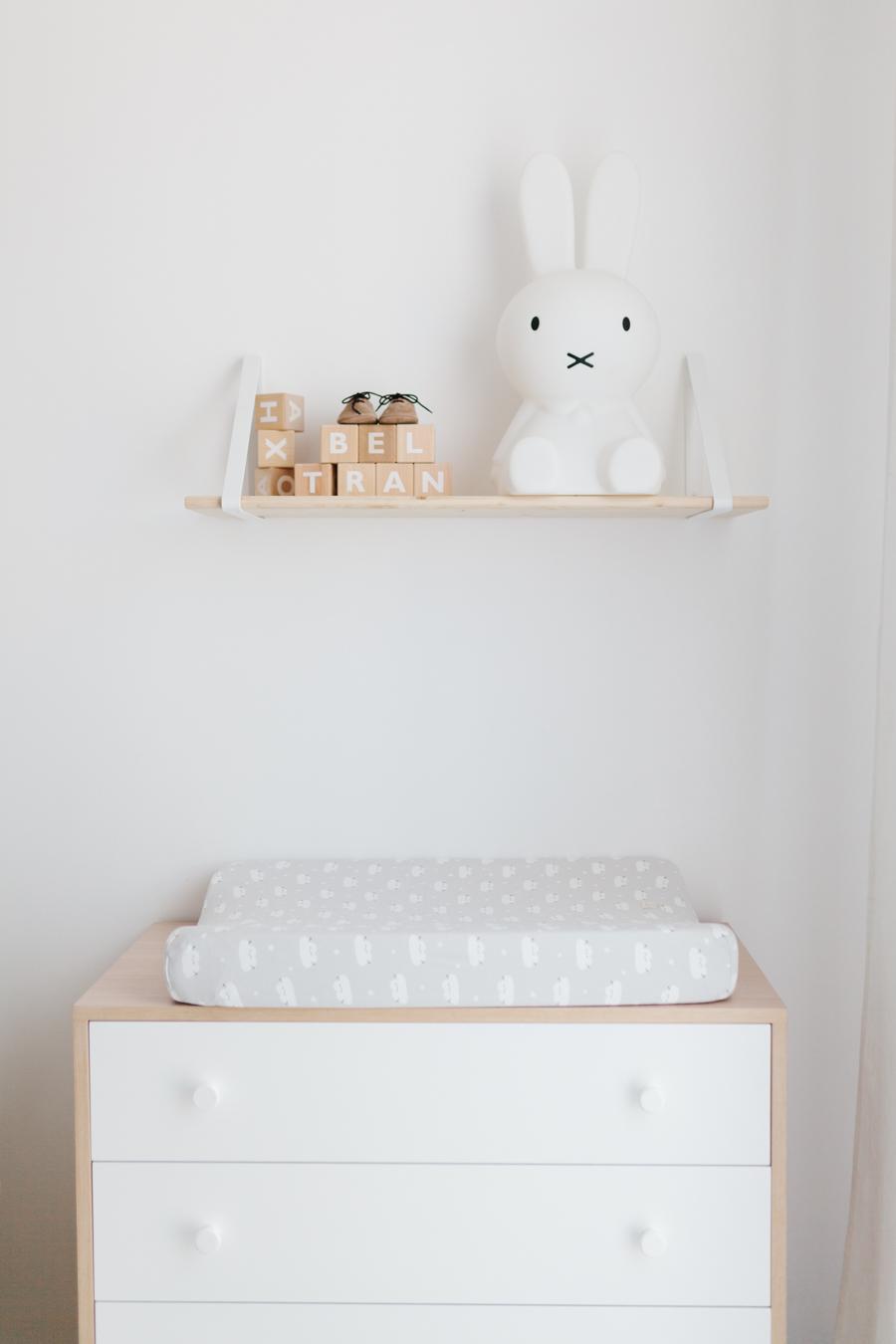 La habitación de Beltrán II: habitación infantil de estilo nórdico